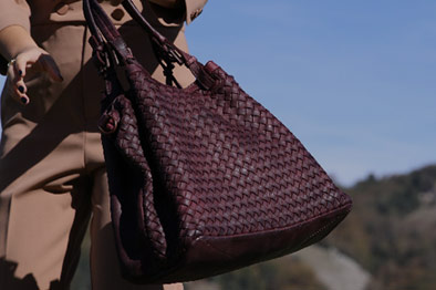 women's-bags-in-woven-leather
