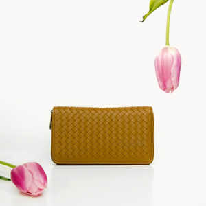 Discover women's accessories in genuine leather