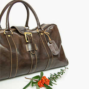 Discover the collection of travel bags in genuine leather